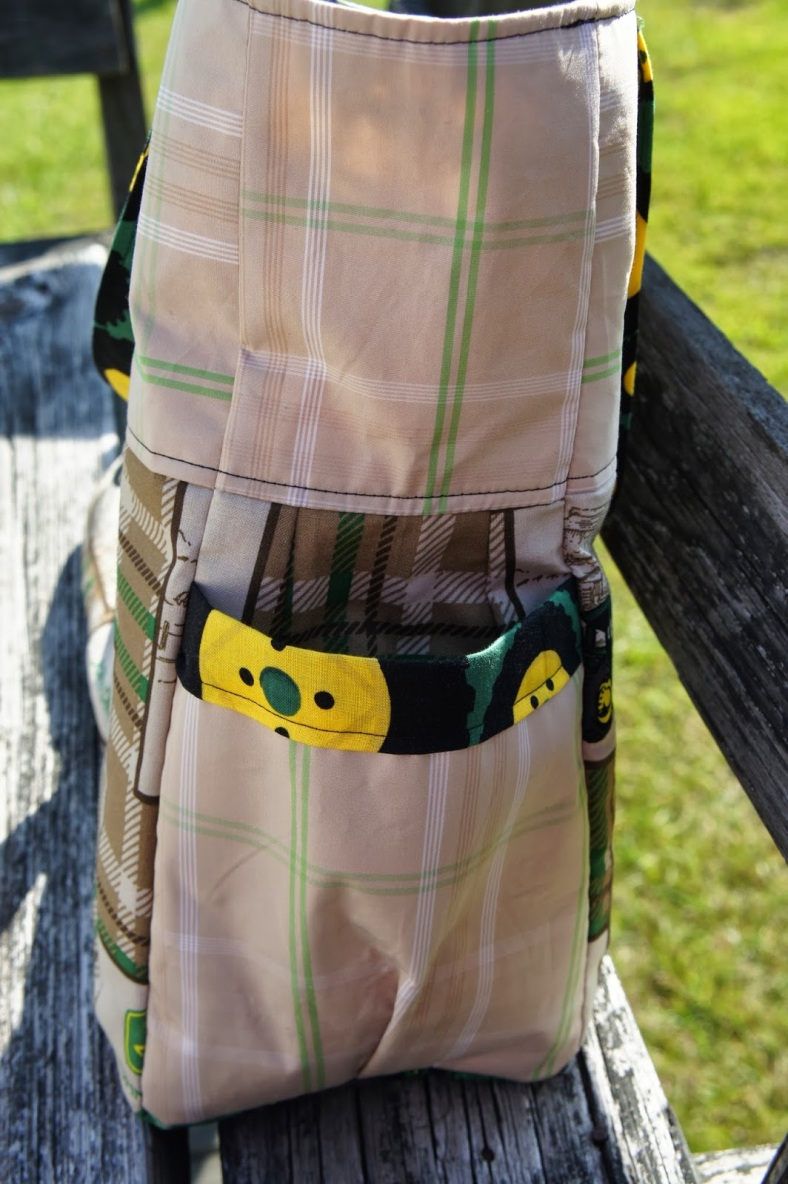 Side view of the exterior pockets.