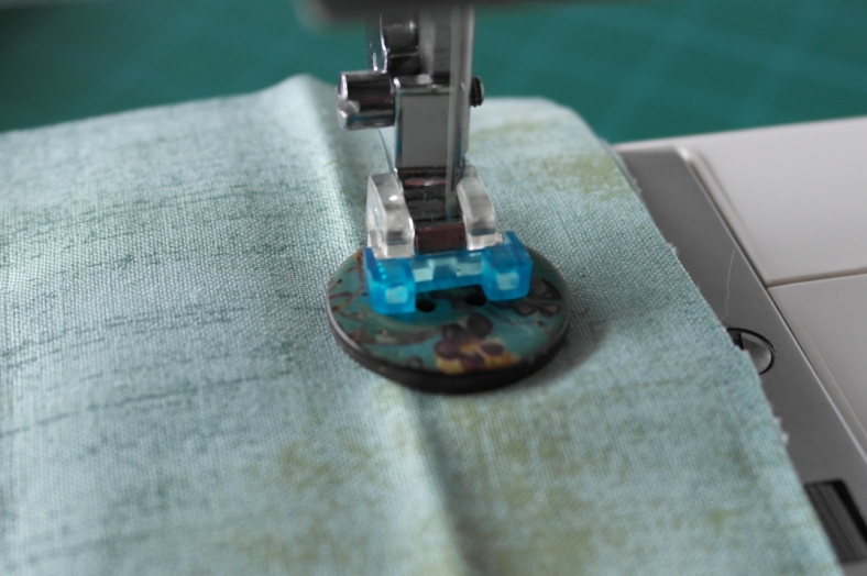 machine sewing buttons 3