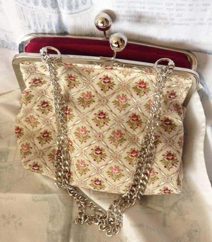 A very elegant purse made by Kirsteen Happell, from one of my Purse Frame patterns.