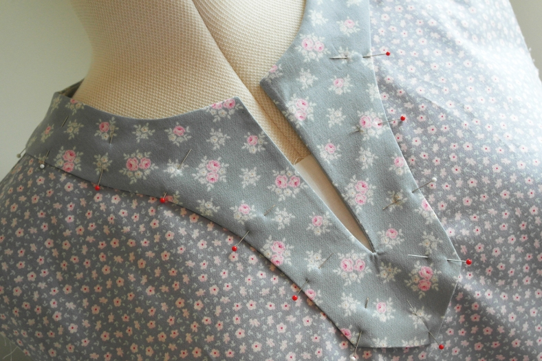 Dressmaking - McCalls Pattern K3601 neck detail