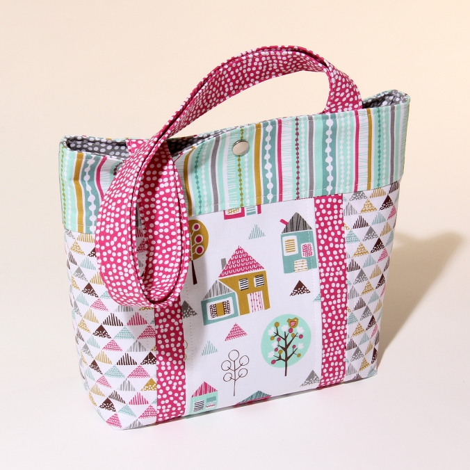 Petite Street Tote by Susan Dunlop in Sewing World magazine